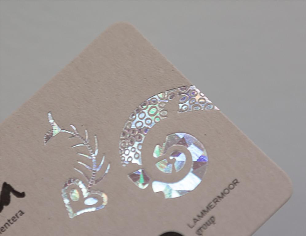 Ejemplo de estampación holográfica.