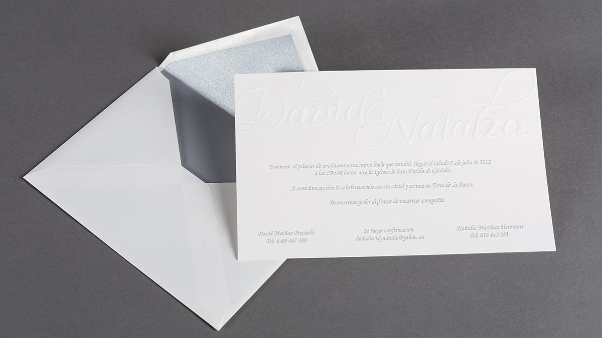 Invitación de boda con su sobre especial.