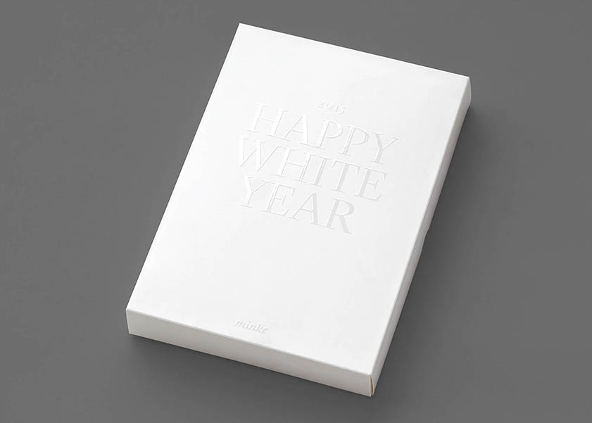 Barniz UVI sobre caja de Happy White Year