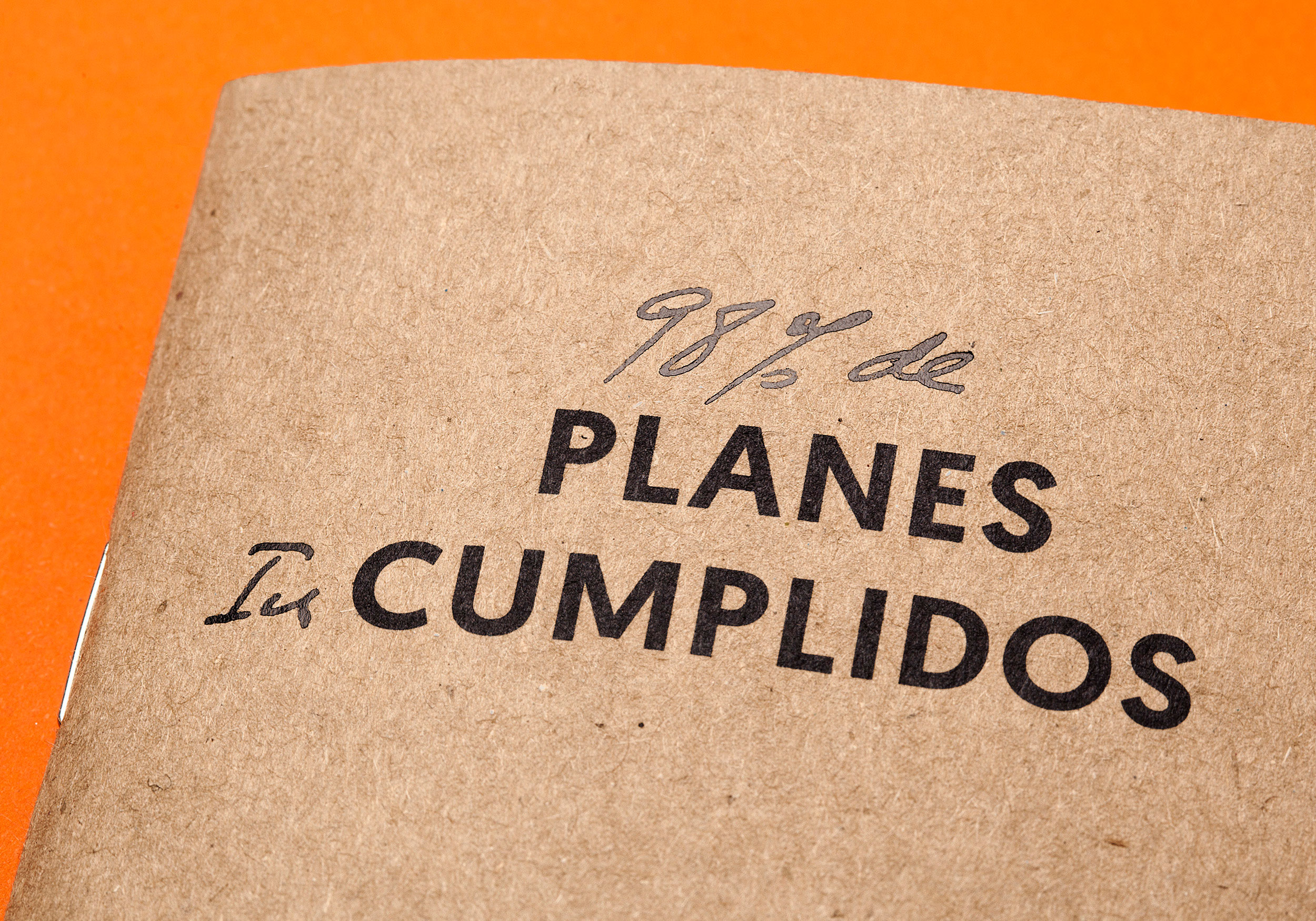 Cover Planes cumplidos with stamping Raw Notebooks