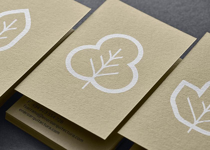 Tarjetas impresas en blanco digital sobre papel creativo